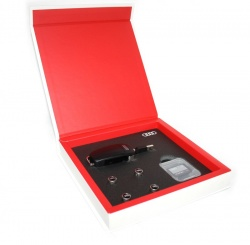 Geschenkbox Original Audi Accessories Zubehor Box USB, SD Karte, Ventilkappen